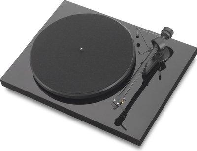 Pro-Ject Debut III OM5e zwart platenspeler