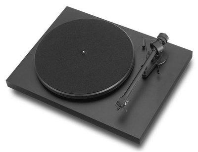 Pro-Ject Debut III OM5e matzwart platenspeler